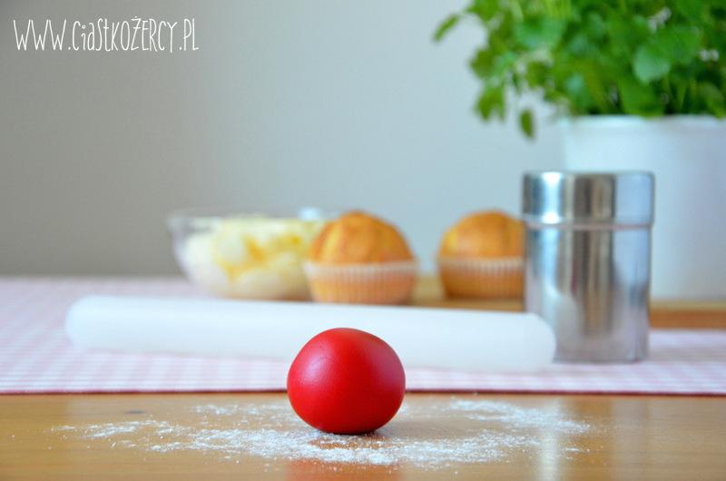 Jak pokryć babeczki masą cukrową 2