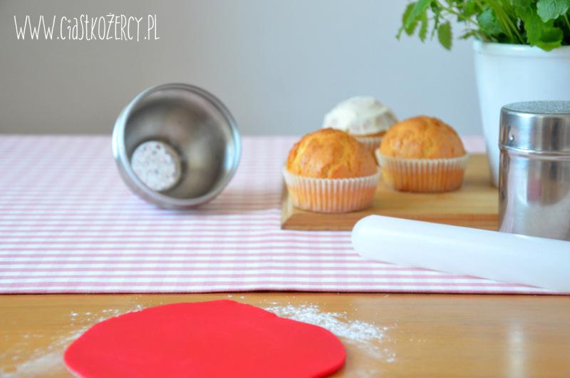 Jak pokryć babeczki masą cukrową 6