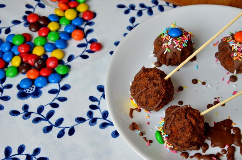 Czekoladowe lizaki ciastkowe