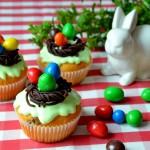 Wielkanocne babeczki z pisankami