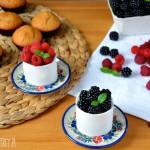 Deser cappuccino ze świeżymi owocami