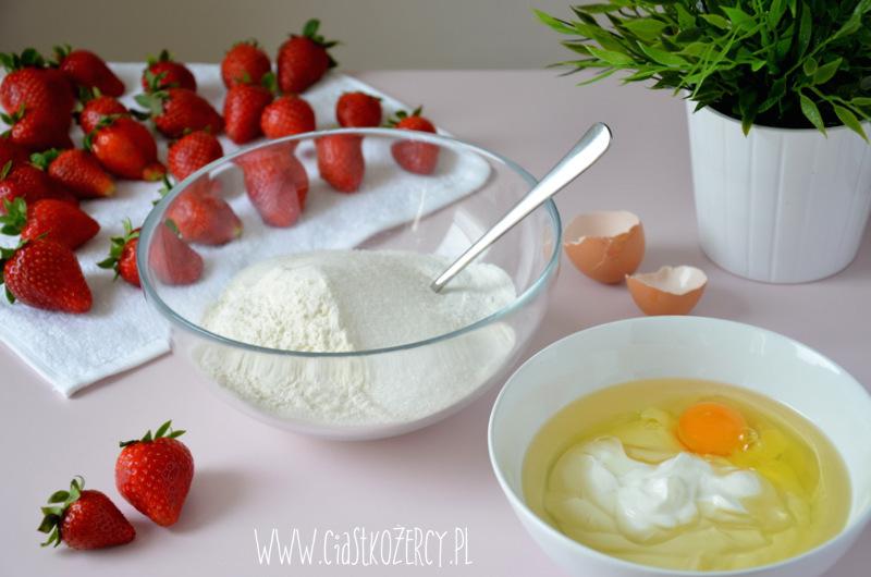 Jogurtowe babeczki z truskawkami 2