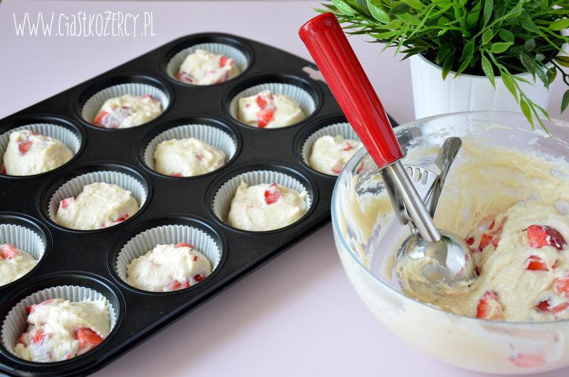 Jogurtowe babeczki z truskawkami 5