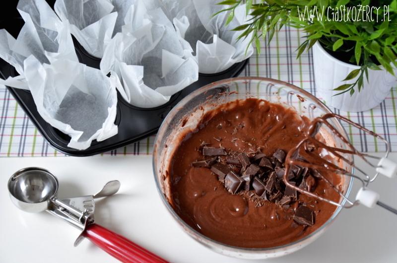Muffiny czekoladowe z karmelem 4