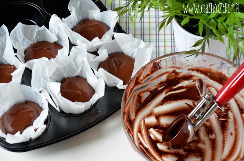 Muffiny czekoladowe z karmelem 5
