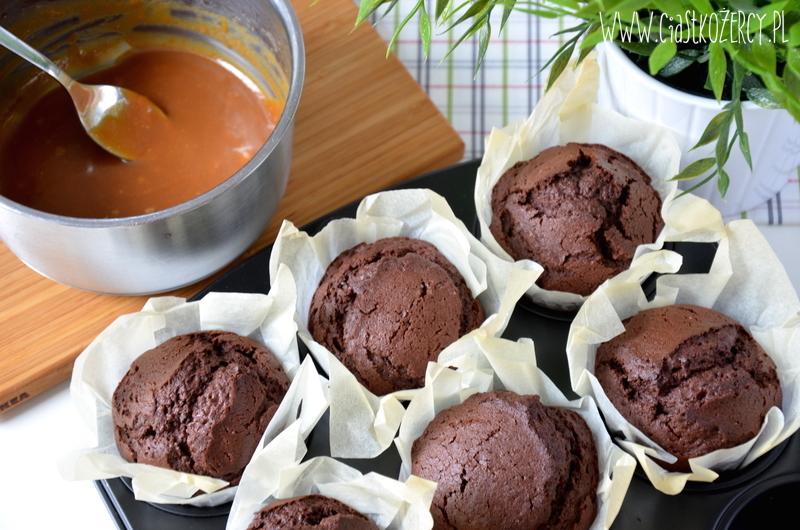 Muffiny czekoladowe z karmelem 7