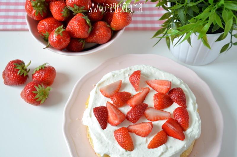 Tort z truskawkami 7