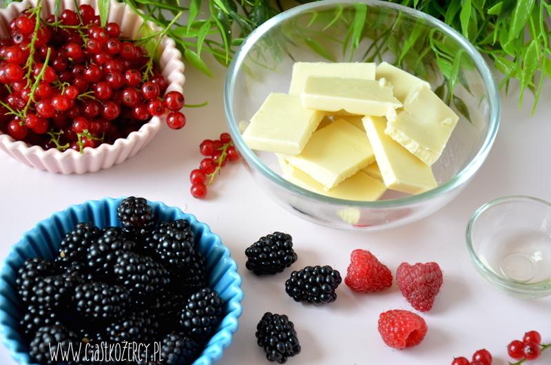 Czekoladowe miseczki z owocami 2