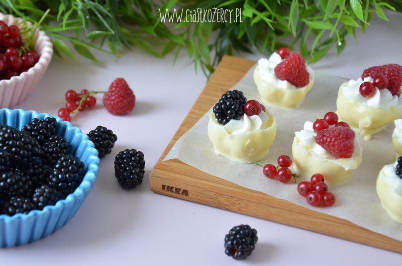 Czekoladowe miseczki z owocami 7
