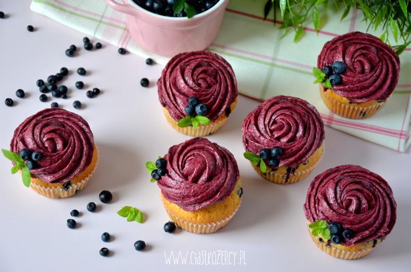 Proste muffinki jagodowe 14