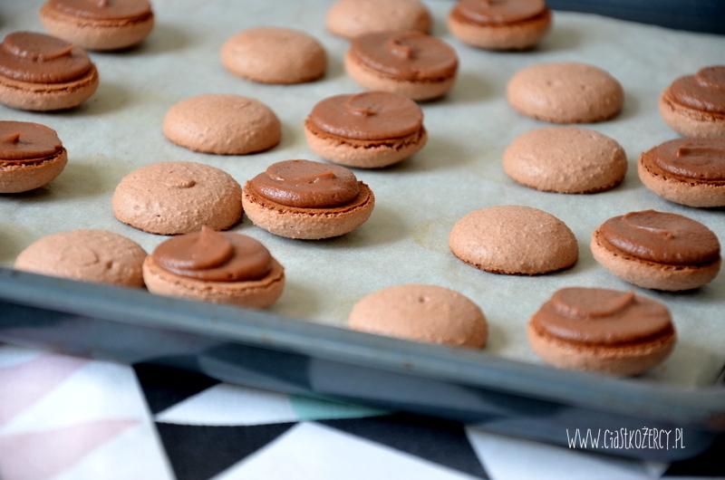 makaroniki czekoladowe z Nutellą 13