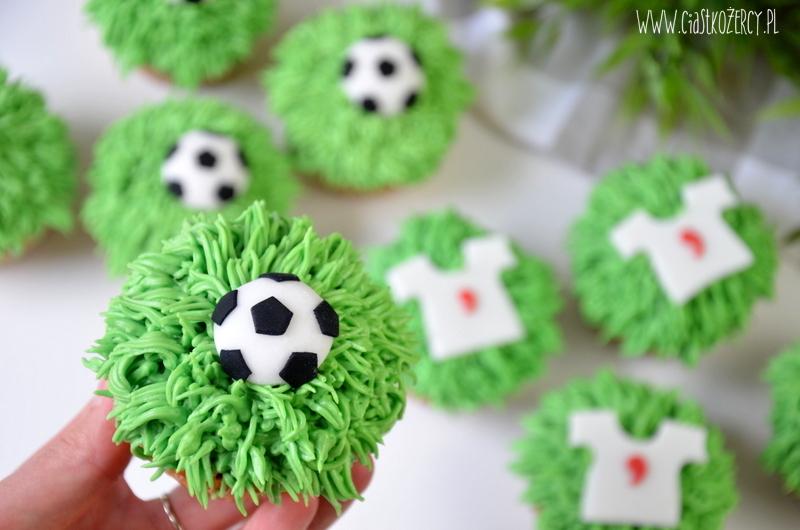 babeczki z piłką