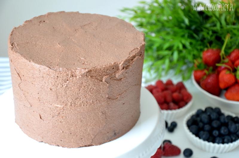 tort czekoladowy z owocami 11