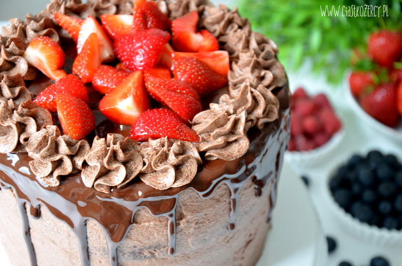tort czekoladowy z owocami 14