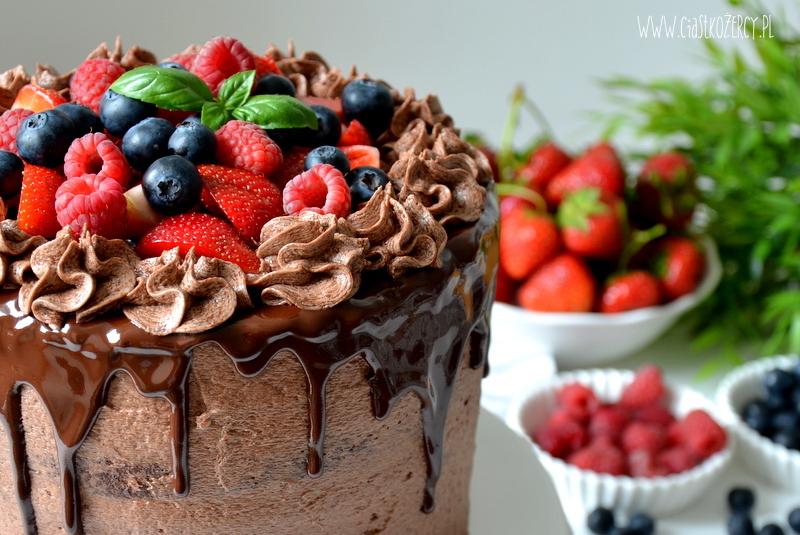 tort czekoladowy owoce leśne 1