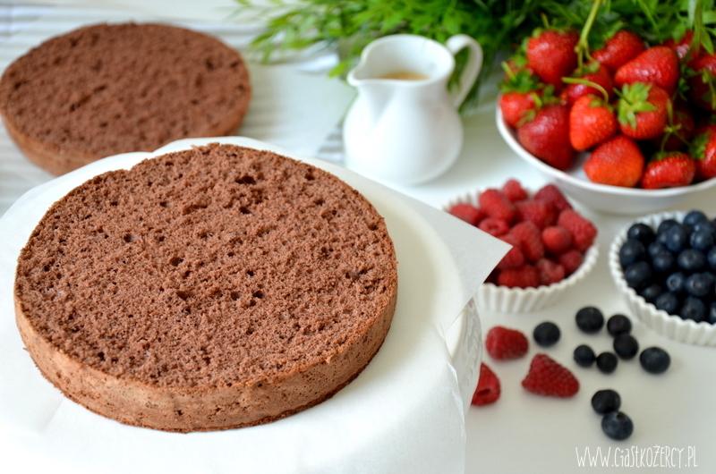 tort czekoladowy z owocami 2