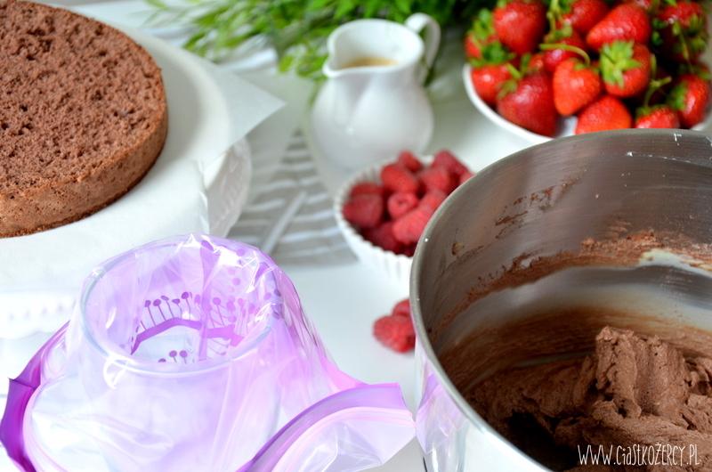 tort czekoladowy z owocami 3