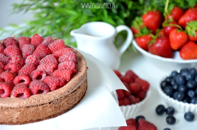 tort czekoladowy z owocami 6
