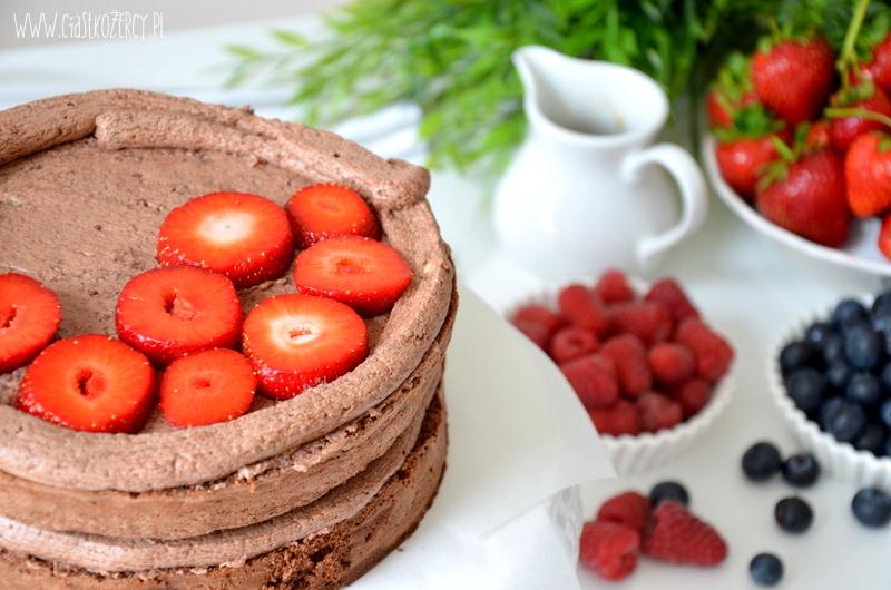 tort czekoladowy z owocami 7