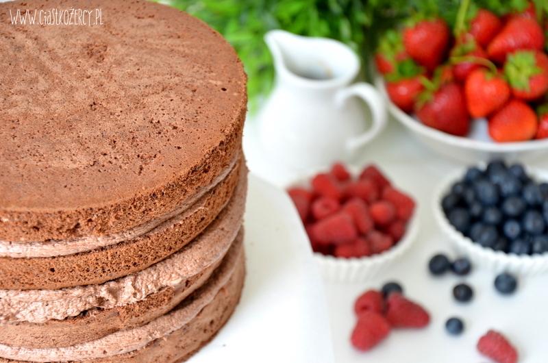 tort czekoladowy z owocami 9