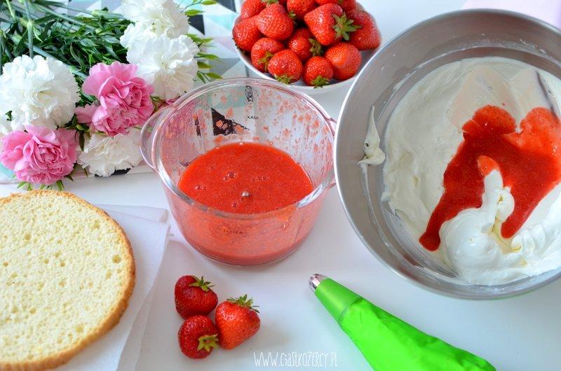 Tort truskawkowy jak zrobić