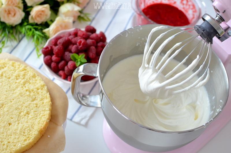 tort malinowy 23