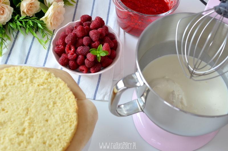 tort malinowy 25