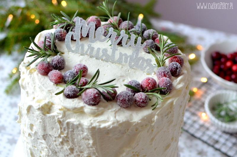 Śmietankowy tort z żurawiną