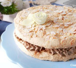 Dacquoise (dakłas) - francuski tort bezowy
